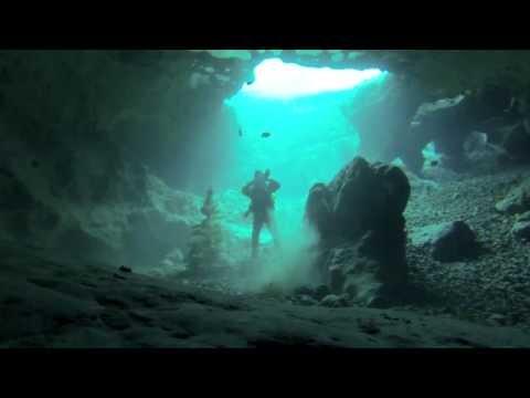 Dryskin SCUBA women in Vortex cave