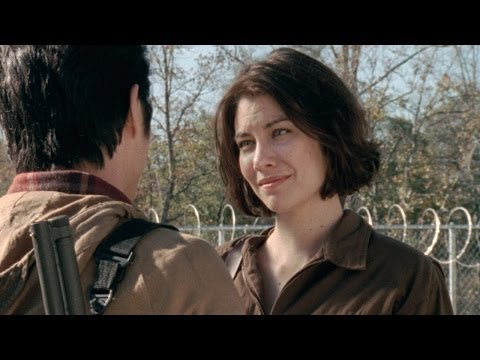 On Set With Lauren Cohan: Looking Great in the Apocalypse, Lauren Cohan shares Maggie's secrets to maintaining her good looks in the apocalypse. For more on The Walking Dead: http://www.amc.com/shows/the-walking-...  AMC : http://www.amc.com AMC on Facebook : https://www.facebook.com/amc AMC on...