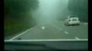 Carreras ilegales en la niebla
