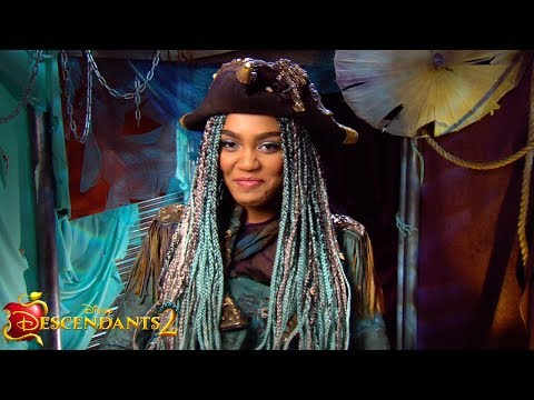What's Her Name? | Episode 2 | Descendants 2 Wicked Weekly