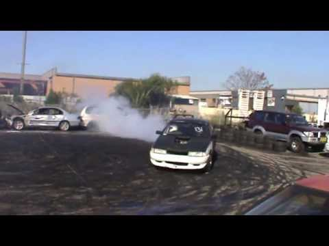 31 DEFECT V6 Holden Commodore Burnout At TMAR And Just Heads 28.4.2013