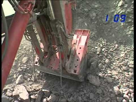 Maquinas pesadas trabalanho em minas