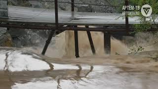 Тропический ливень обрушился на Артём
