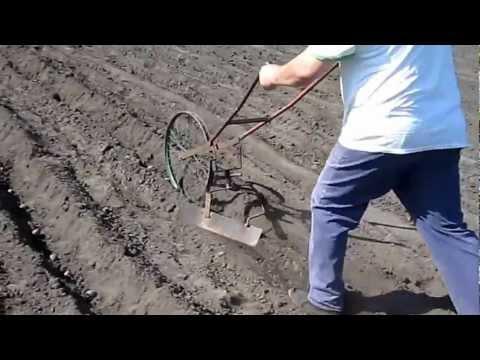 Hình ảnh trong video Чудо-окучник картофеля