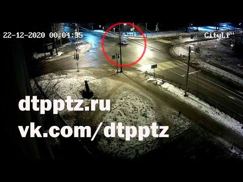 Ночью в Медвежьегорске Ауди опрокинулся с моста