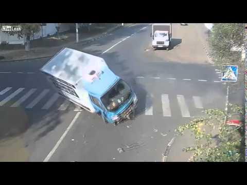 Ciclista se salva milagrosamente de choque entre auto y camion