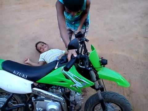 Queda de mini moto, Ryan Kelvin.