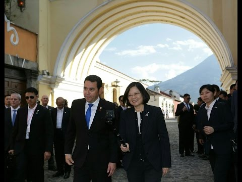 President Tsai tours the city of Antigua and Palace of the Captains General in Guatemala