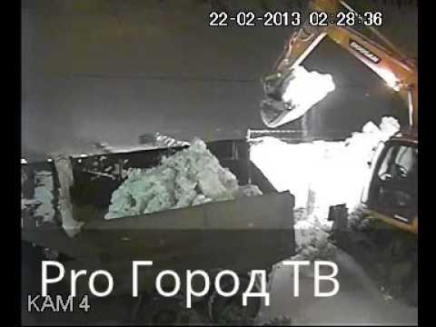 Экскаваторы в Йошкар-Оле рушат снежную горку