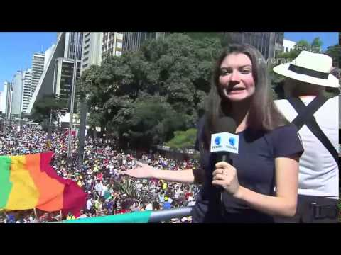 Parada LGBT reúne cerca de 100 mil em São Paulo -