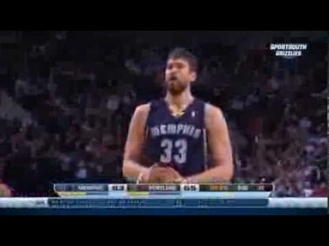 Marc Gasol takes it to Leonard, scores and draws the foul - Grizzlies @ Trail Blazers 28-1-14