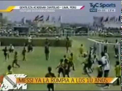 Clip- Messi tung hoành trên sân cỏ từ thưở nhi đồng - Bóng đá.flv