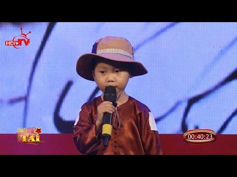 Cậu bé 4 tuổi hát