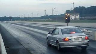 FUNNY hahahaha taking a 2003 hyundai sonata down the 1/4 mile videos