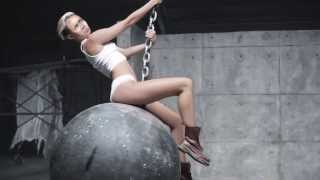 Miley Cyrus Wrecking Ball (Nicolas Cage Edition)