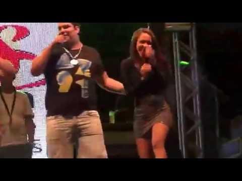 Luizinho do Trio da Huanna cai do palco durante show em Belmonte-Bahia