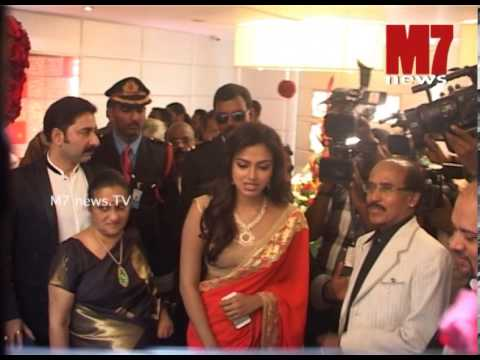 Amala Paul inaugurates Bhima Boutique at Trivandrum