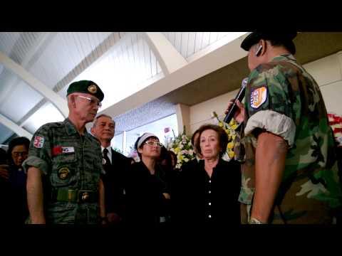 Lễ Trao Cờ tại đám tang nhạc sĩ Việt Dũng ngày 28 tháng 12, 2013 (phần 1)
