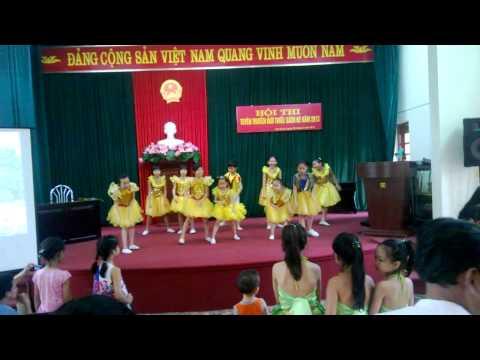 Các cháu thiếu nhi phường Văn Quán nhảy Gangnam Style