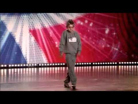 Cậu bé 10 tuổi nhảy như người không xương