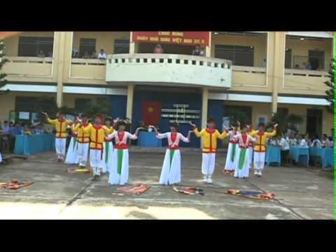 THPT BA CHUC 2011-2012 MUA 20-11 DONG MAU LAC HONG.avi