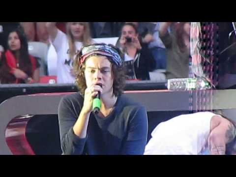 One Direction - Little Things (Live @ Esprit Arena)