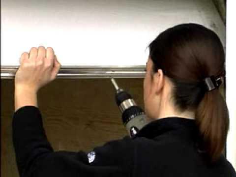 installation de bas de porte de garage en aluminium et. Black Bedroom Furniture Sets. Home Design Ideas