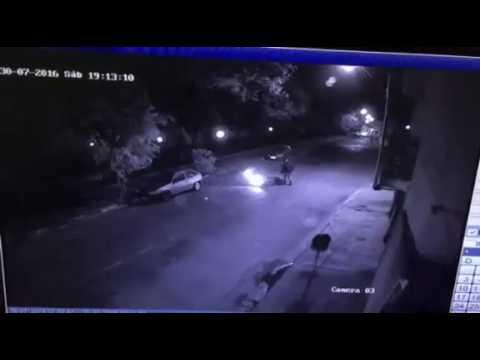 Vídeo Vídeo mostra queda de motociclista em buraco que está aberto desde abril no Bicão