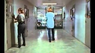 Девушки в наручниках