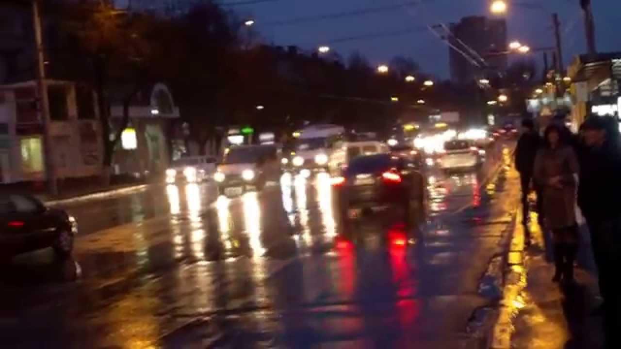 Ei/ele creează ambuteiaje în trafic la ore de vîrf