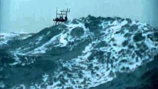 La ferocitat del mar vista des de vaixells impressiona