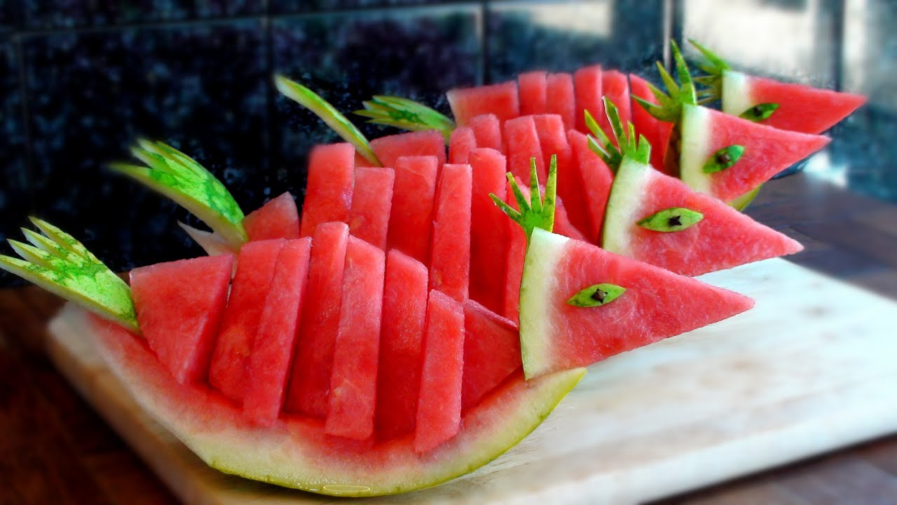 How to quickly cut and serve a watermelon birds