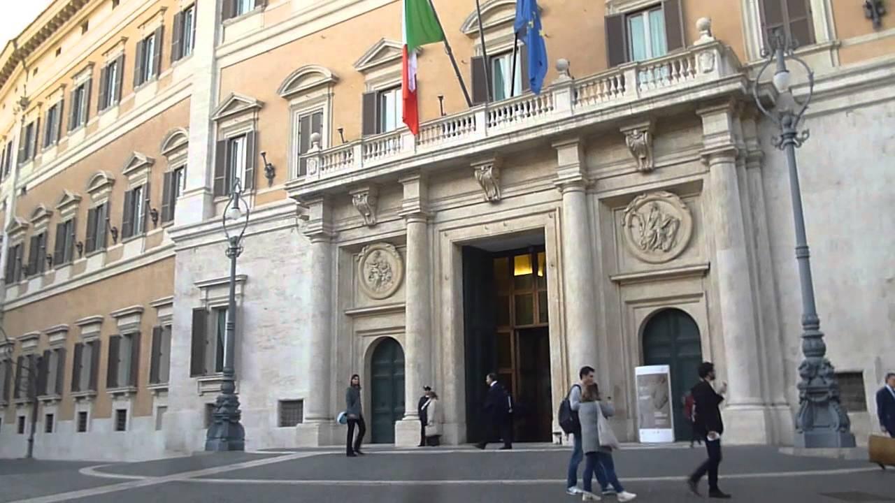 palazzo montecitorio a roma sede camera dei deputati