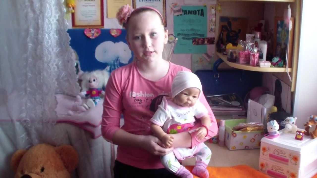 видео с белой куклой