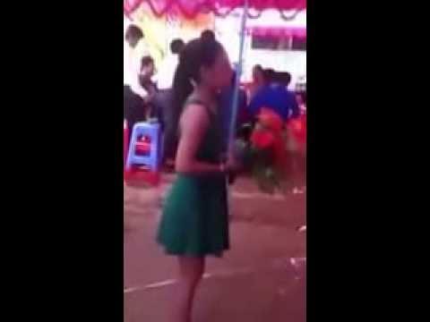 Cô gái hát