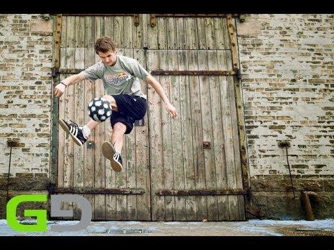 Đỉnh cao của bóng đá đường phố.Tín đồ bóng đá bơi hết vào đây !