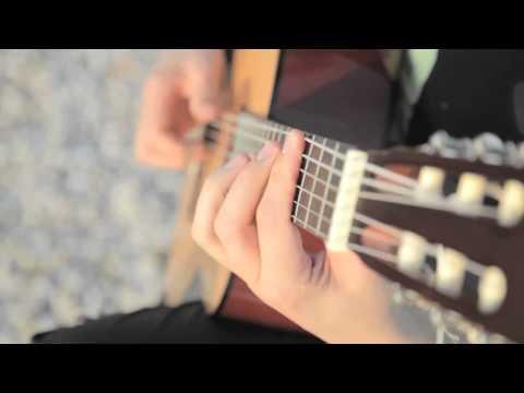 Raiden, o deus do violão 03 - Tocando violão com fio dental