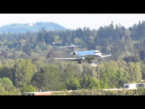 Alaska Airlines CRJ700 Lands At PDX On Runway 28L 2)