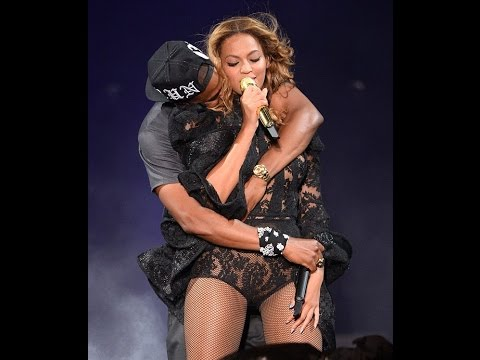 Jay Z Tenderly kisses Beyonce on Stage Continue to put Rumours of his Cheating Behind Them