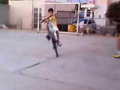 empinando de bike zerinho