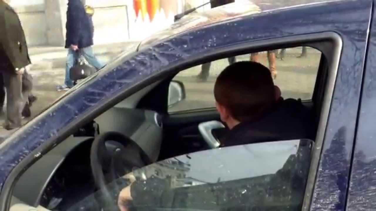 Șofer de taxi: ai scris tu legea? de ce vorghești de lege!