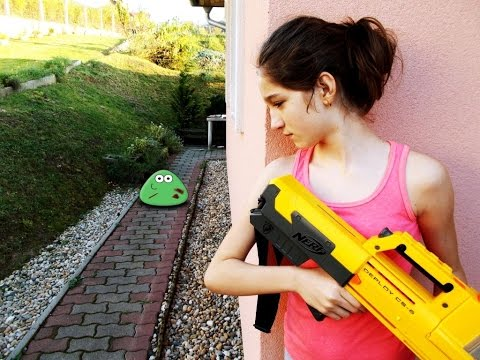 NERF WAR MOVIE : LITTLE GIRL VS REAL LIFE ZOMBIE POU APOCALIPSE ( 2014 )