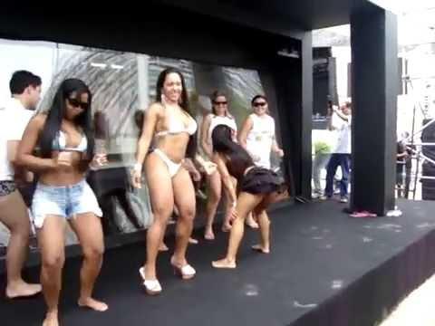 mulher melão dançando