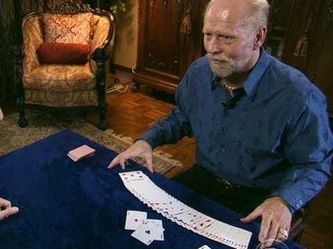Aveugle, il manipule les cartes comme personne