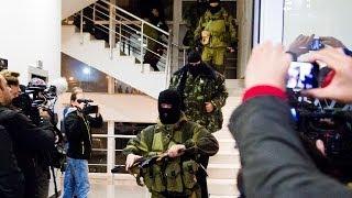 Mascații au dat busna în hotelul presei de la Simferopol