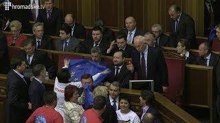 Опозиція засвистала Азарова з міністрами в Раді