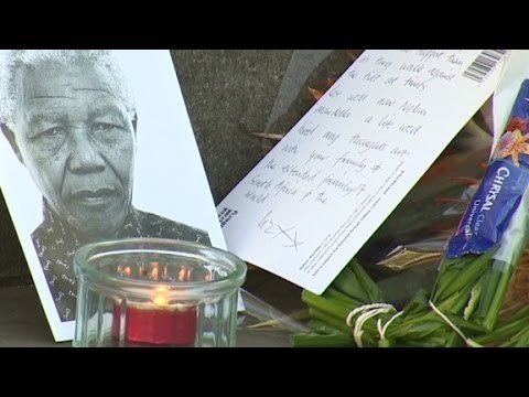 London mourns Mandela death