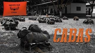 Esta edição do programa FAB em Ação mostra o que um tripulante deve fazer no caso de acidente aéreo na selva amazônica. Uma equipe da FAB TV foi até o município de Novo Airão (AM), localizado a 80 km de Manaus, para acompanhar o 24° Curso de Adaptação Básica ao Ambiente de Selva (CABAS). Entre as atividades, os alunos passam uma noite sozinhos na selva e aprendem a técnica da peconha para escalar árvores com os pés.