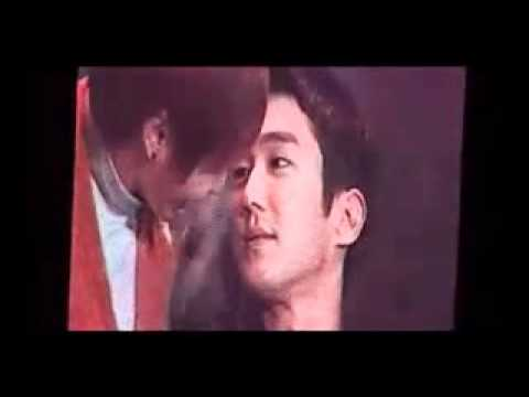 [ENGSUB] 101106 Leeteuk kissed on Siwon's cheek -UeUeXBfagAQ