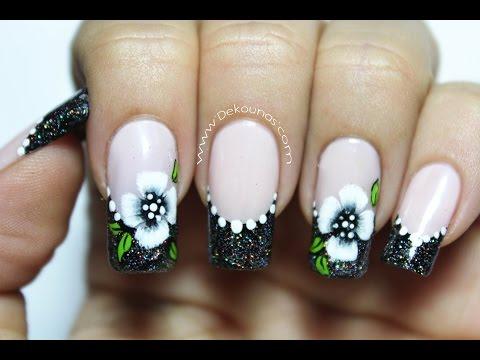 Vẽ móng tay hình bông hoa nhìn như thật